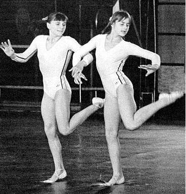 Teodora Ungureanu (L) with teammate Nadia.
