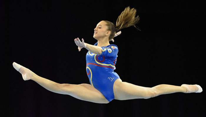 Larisa Iordache 2014 glasgow world cup blue leo leap