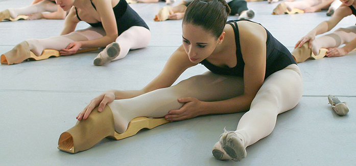 toe point machine stretcher for gymnastics used by a ballerina
