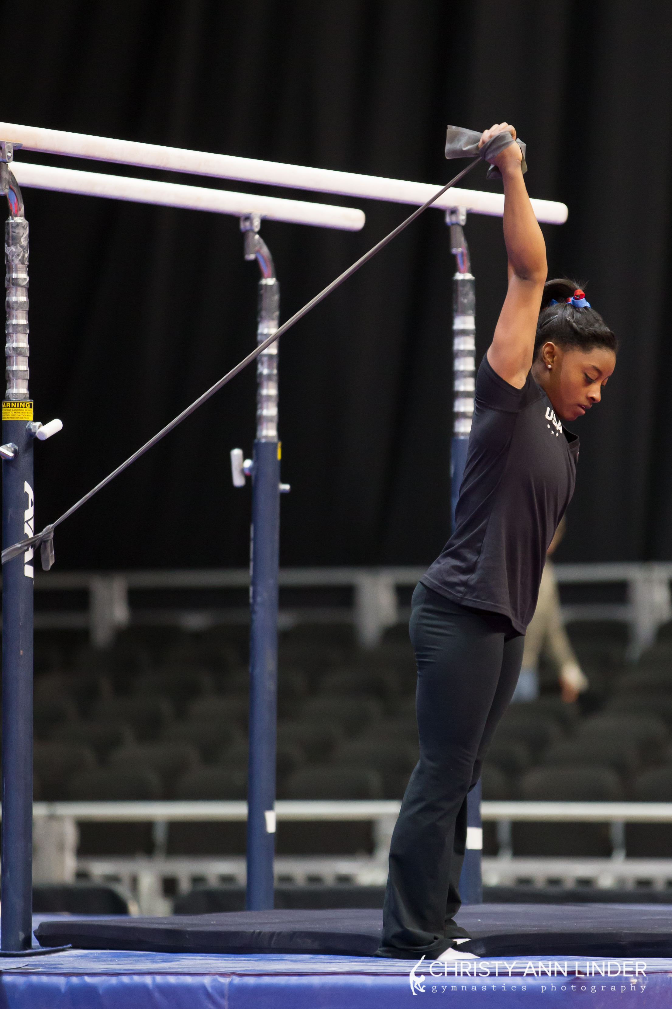 6-biles-arm-warm-up